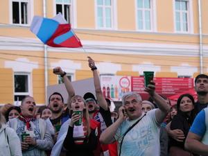 Гордость за Россию и горечь поражения: настроение болельщиков в Нижнем Новгороде (ФОТО)
