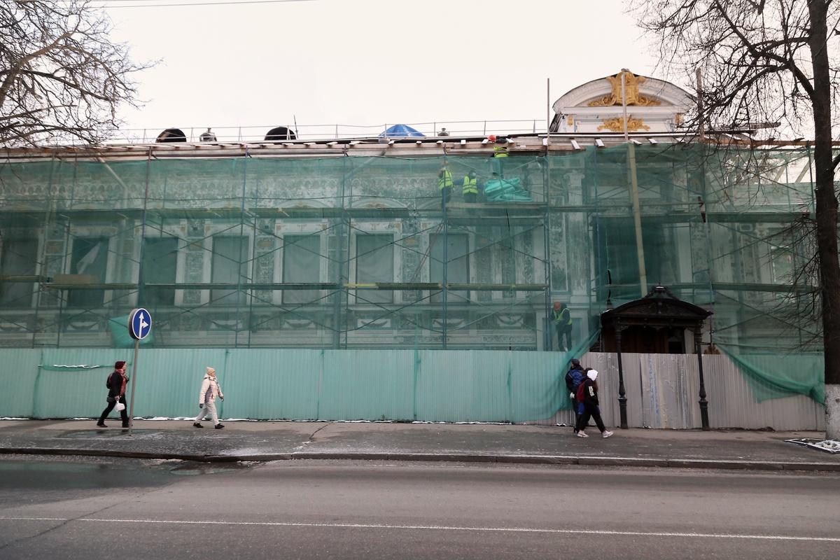Дополнительных рабочих направят на восстановление Литературного музея Горького - фото 1