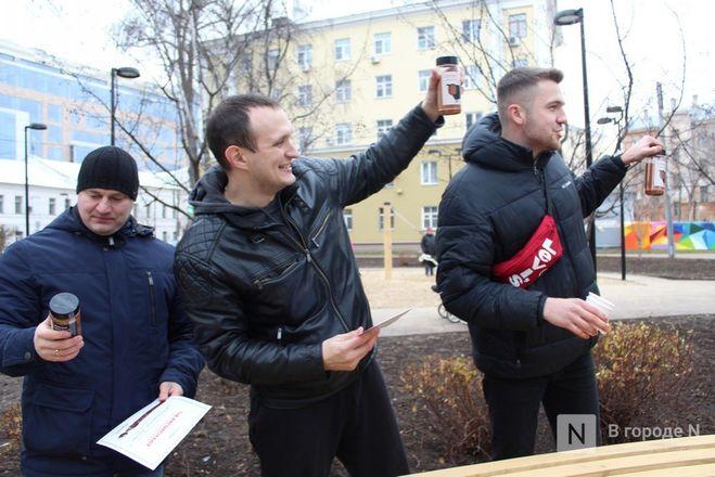 Чемпионы по поеданию ребрышек съели порцию за три минуты в Чернопрудском сквере - фото 22