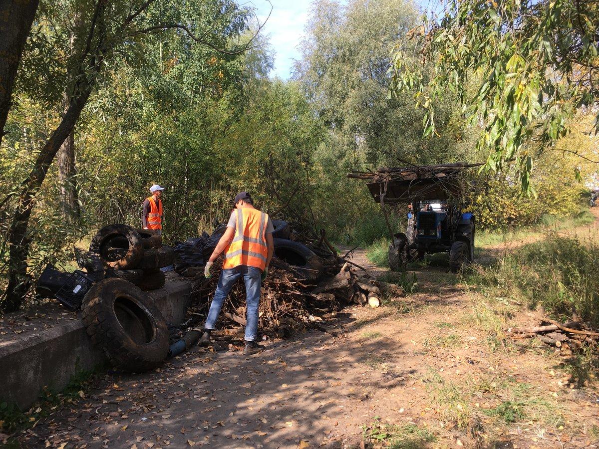Три «Камаза» мусора вывезли за четыре дня с Мещерского озера - фото 1