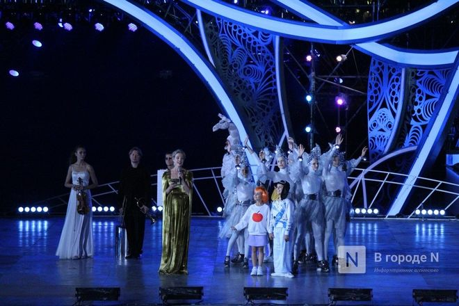 Огонь, вода и звезды эстрады: Как прошло гала-шоу 800-летия Нижнего Новгорода - фото 75