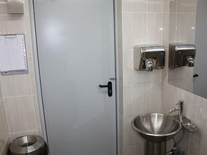 Нижегородец сломал три туалетных двери в крупном ТЦ