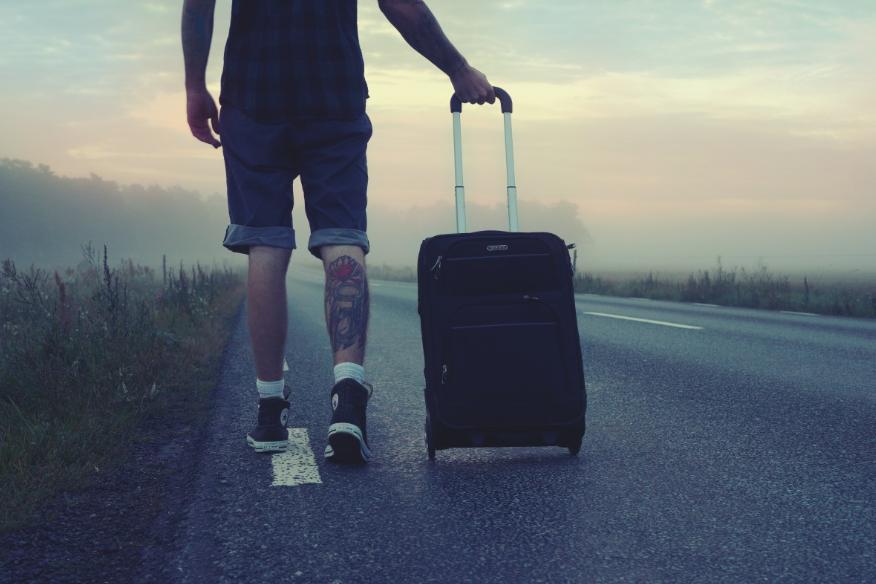 53% российской молодежи мечтает об эмиграции - фото 1