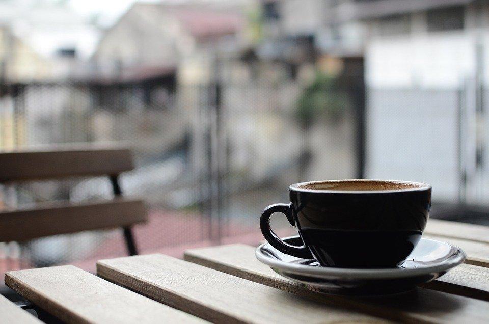 Россиянам не уйти от чаевых: в ресторанах вводят безналичную оплату благодарности официантам - фото 1