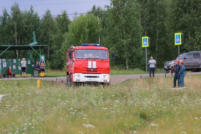 На вертолетах и квадроциклах: пожарные боролись с условным лесным возгоранием под Дзержинском - фото 11