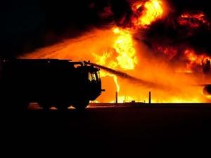 Сотрудники МЧС спасли пенсионерку из горящего дома в Тонкине