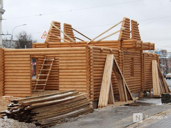 Главную городскую елку начали устанавливать на площади Минина и Пожарского - фото 2