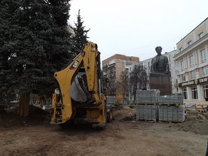 Амфитеатры, тренажеры в яблонях и красные фонари: обновленный сквер Свердлова откроется в декабре