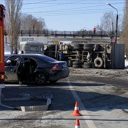 Человек погиб в массовом ДТП в Автозаводском районе - фото 1