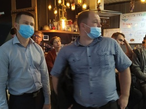 Полицейские в штатском попытались сорвать лекцию для наблюдателей от нижегородского отделения «Яблока»