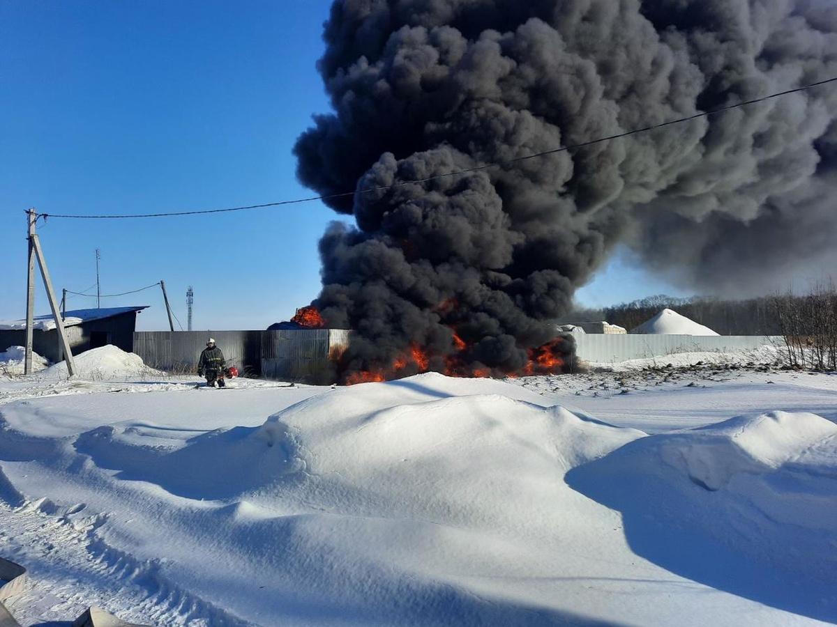 Цистерна с печным топливом вспыхнула в Богородске - фото 1