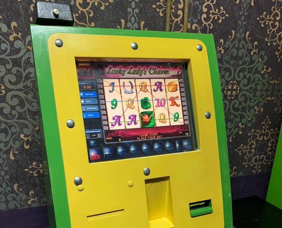 Бесхозяйный игровой автомат обнаружен в торговом центре в Приокском районе - фото 1