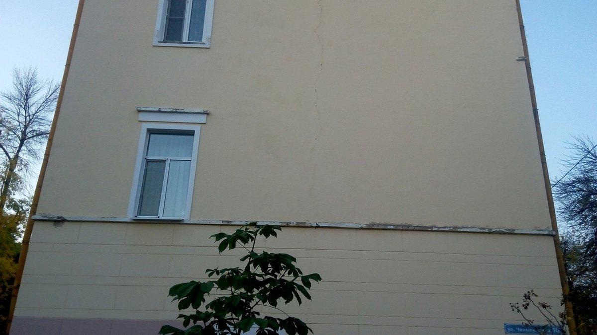 Дом на улице Челюскинцев в Нижнем Новгороде треснул от стройки по соседству  - фото 2