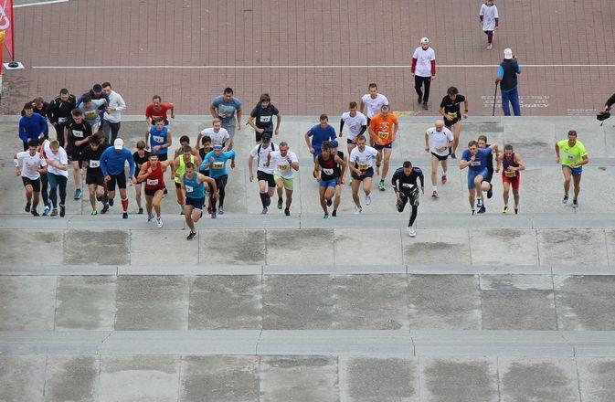 Нижегородец Николай Бурда в 16-й раз выиграл забег по Чкаловской лестнице - фото 16
