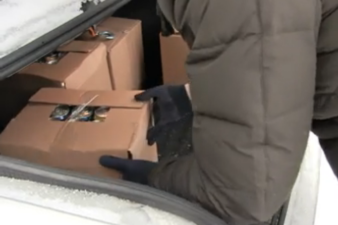 Около 2000 бутылок контрафактного алкоголя изъяли из магазина в Нижегородской области - фото 1
