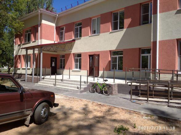 Завершен ремонт фасада и кровли поликлиники в поселке Память Парижской Коммуны - фото 1