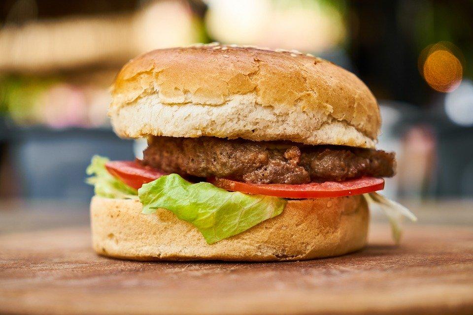 Ученики нижегородских школ хотят видеть бургеры и газировку в меню - фото 1