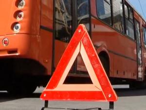 Пешеход попал под колеса маршрутки в Ленинском районе