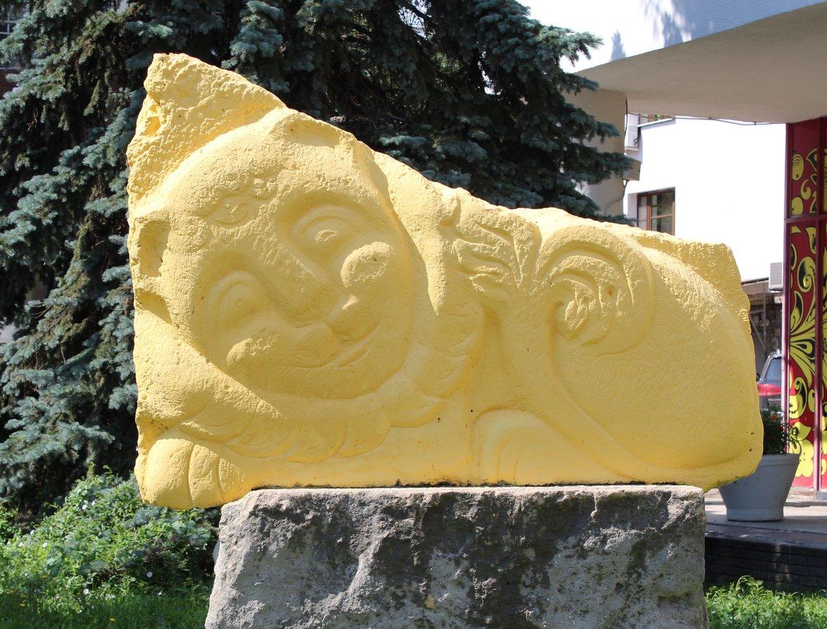 Кошка с книгой и лебединая верность: каких животных и за что увековечили в Нижнем Новгороде - фото 32