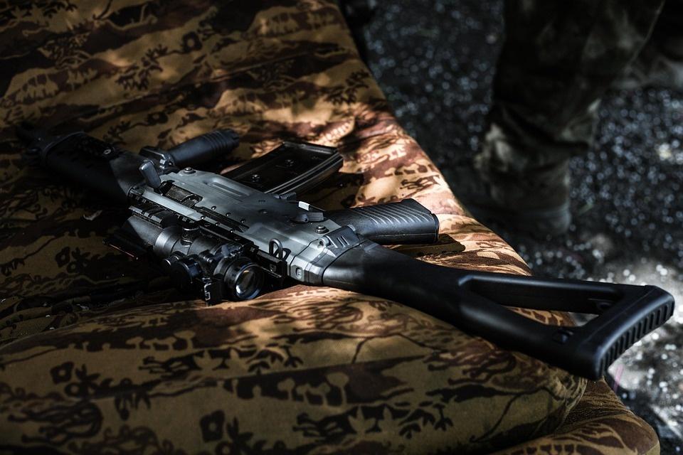 Зашедших в магазин с оружием жителей Ардатова оштрафовали за отсутствие средств защиты - фото 1
