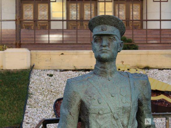 Труд в бронзе и чугуне: представителей каких профессий увековечили в Нижнем Новгороде - фото 20