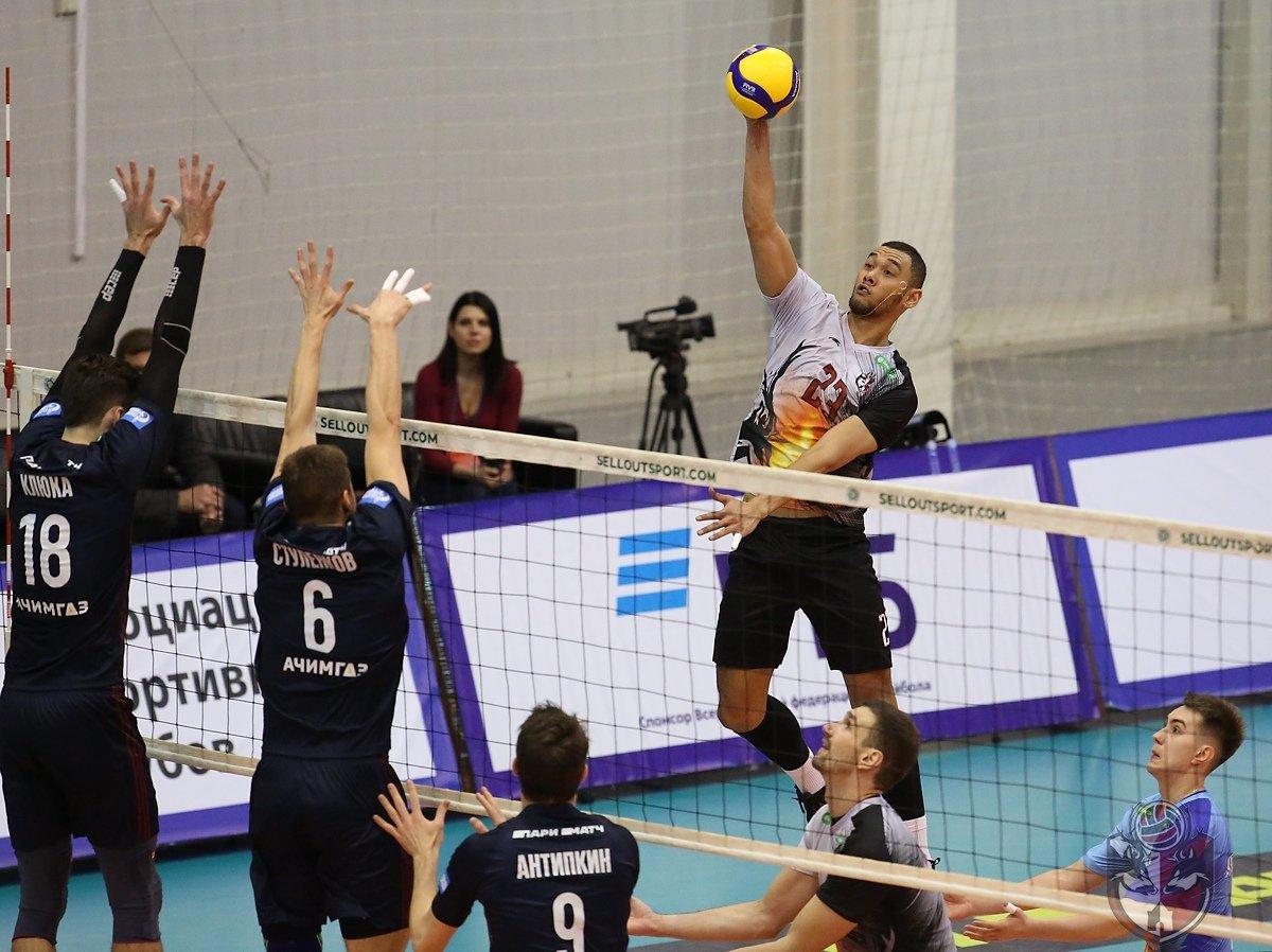 Нижегородские волейболисты обыграли бронзового призера прошлого сезона - фото 1