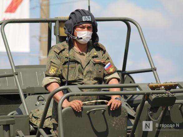 Танкисты в масках: первая репетиция парада Победы прошла в Нижнем Новгороде - фото 14