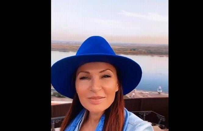 «Не надо нам эту заграницу»: Эвелина Бледанс пригласила всех в Нижний Новгород на выходные - фото 1