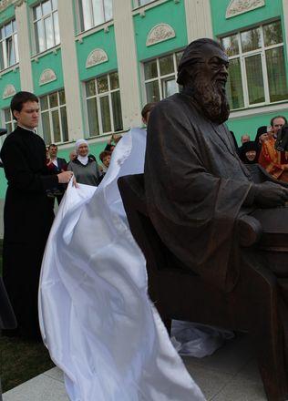 Памятник митрополиту Николаю появился в Нижнем Новгороде - фото 20