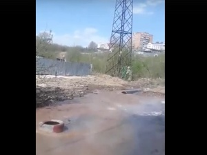 Две ремонтные бригады устраняют коммунальную аварию в Советском районе